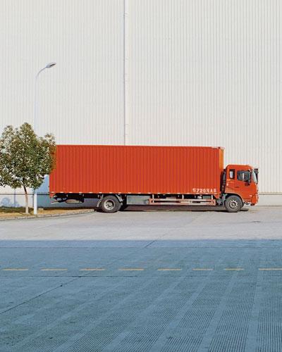 الشاحنات والحافلات